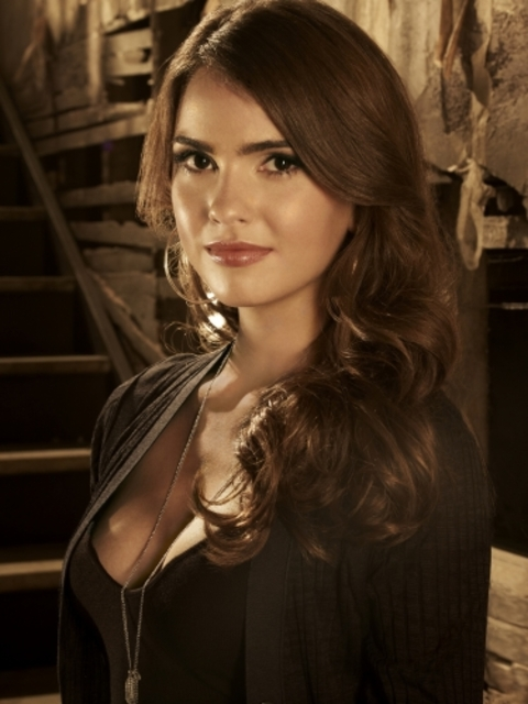 Shelley Hennig - Photo Colection